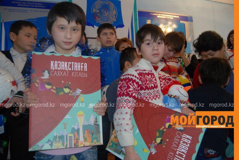 Новости Атырау - Подарки от президента Назарбаева доставили атырауским детям DSC_9826 [800x600]