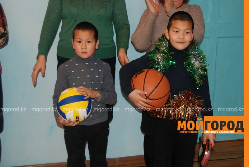 Новости Атырау - Подарки от президента Назарбаева доставили атырауским детям DSC_9849 [800x600]