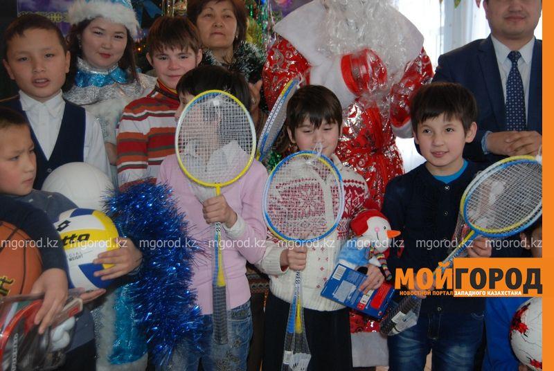 Новости Атырау - Подарки от президента Назарбаева доставили атырауским детям DSC_9857 [800x600]