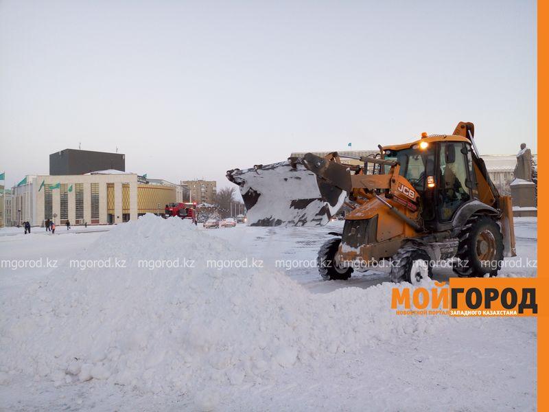 Новости Уральск - Ночью Уральск завалило снегом по колено sneg 1
