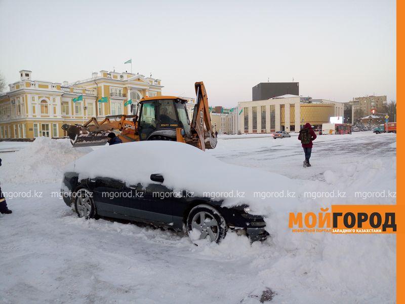 Ночью Уральск завалило снегом по колено sneg 2