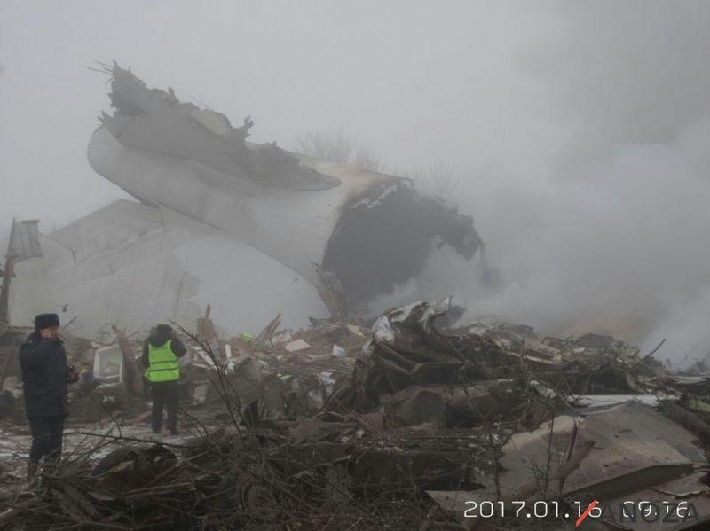 Новости - В Кыргызстане грузовой самолет упал на жилые дома 2017-01-16_09-19-16_944476_w [800x600]