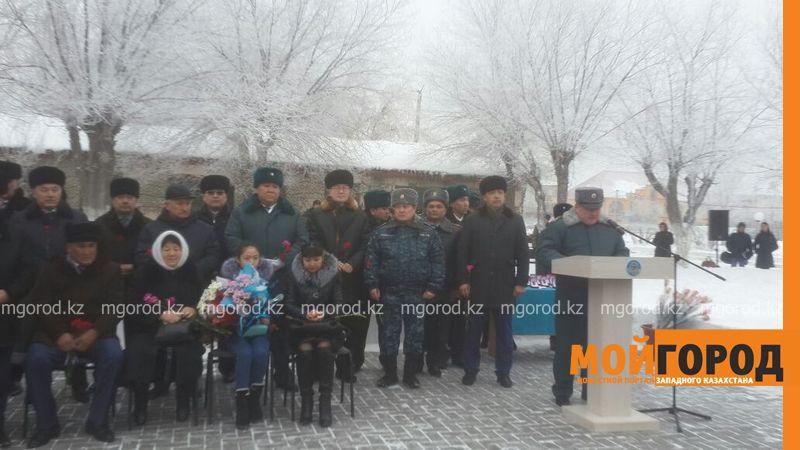 Новости Актобе - Мемориальную доску открыли в Актобе в память о погибших во время теракта военных 20702357-09b0-4500-869c-35c6897a3d15 [800x600]