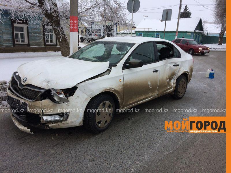 Новости Уральск - Из-за частых аварий на сложном перекрестке уральцы просят поставить светофор dtp almatinskaya (2)