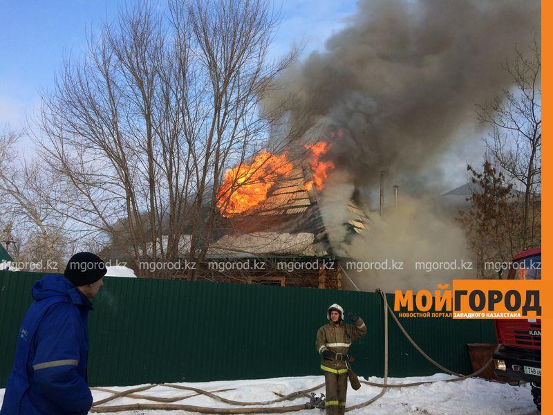 В Уральске 30 пожарных потушили горящую сауну pozhar sauna