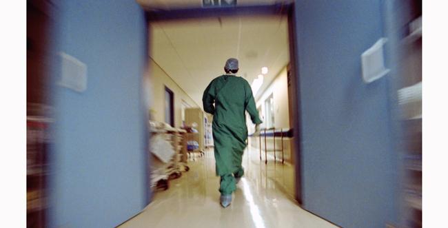 В Актау пациент противотуберкулезного диспансера выпрыгнул с четвертого этажа больницы V-Chelyabinske-iz-okna-reanimaci