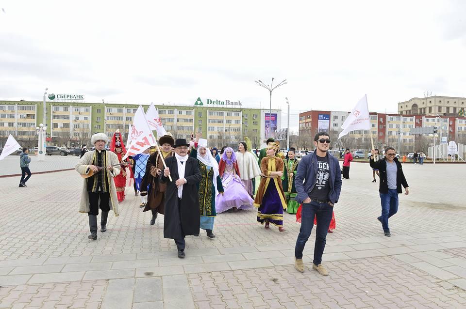 Новости Атырау - В Атырау актеры театра устроили автопарад и праздничное шествие 17426039_1723272017918290_5098691647022533061_n