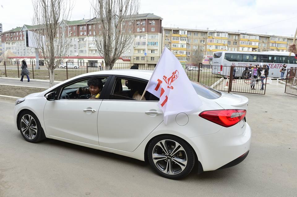Новости Атырау - В Атырау актеры театра устроили автопарад и праздничное шествие 17498620_1723271997918292_6823134456054271011_n