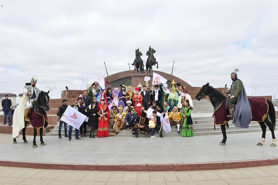 Новости Атырау - В Атырау актеры театра устроили автопарад и праздничное шествие 17522705_1723271981251627_8795351110000025596_n