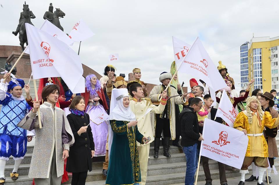 Новости Атырау - В Атырау актеры театра устроили автопарад и праздничное шествие 17522834_1723271994584959_1447694653029710492_n
