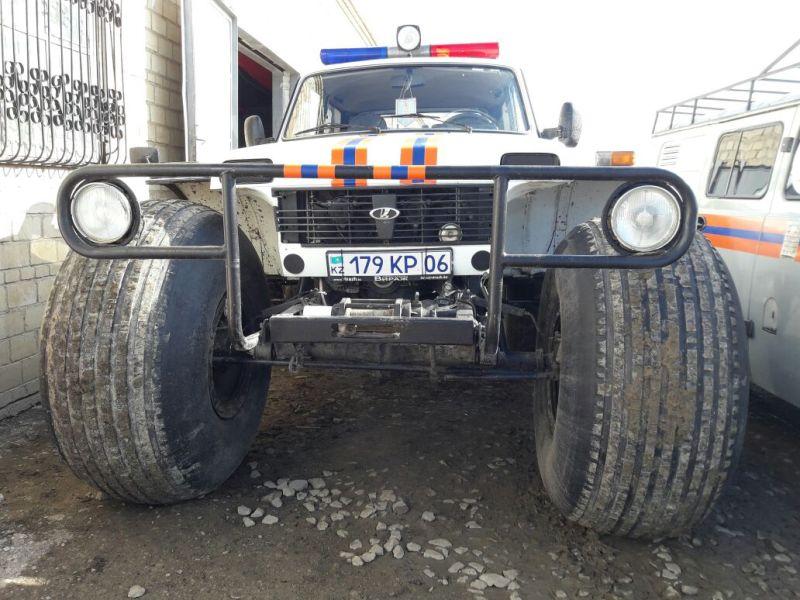 Новости Атырау - В Атырау на помощь застрявшему в грязи внедорожнику выехали спасатели d608a25f-ece6-4273-8f0d-42c3b9eb2162