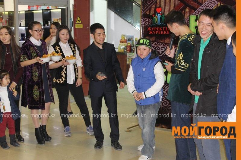 Новости Атырау - Жители Атырау соревновались в поедании баурсаков IMG_1376