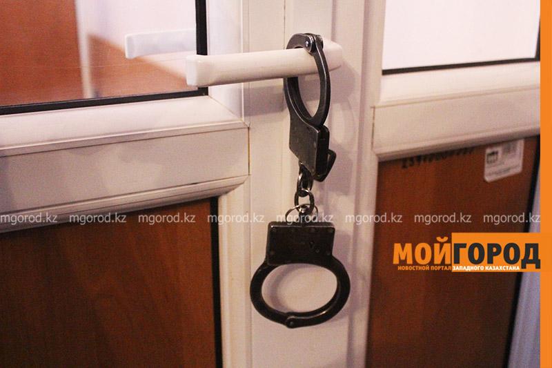 Жителя Атырау арестовали за неуважительное отношение к матери