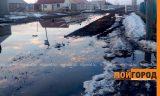 Жители микрорайона Жулдыз не дождались вывоза снега и теперь тонут в грязи