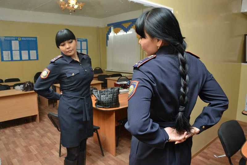 Новости Актобе - Актюбинские прокуроры предупредили защитников обвиняемой женщины-полицейского о незаконности собраний 1424328658_22 (1)