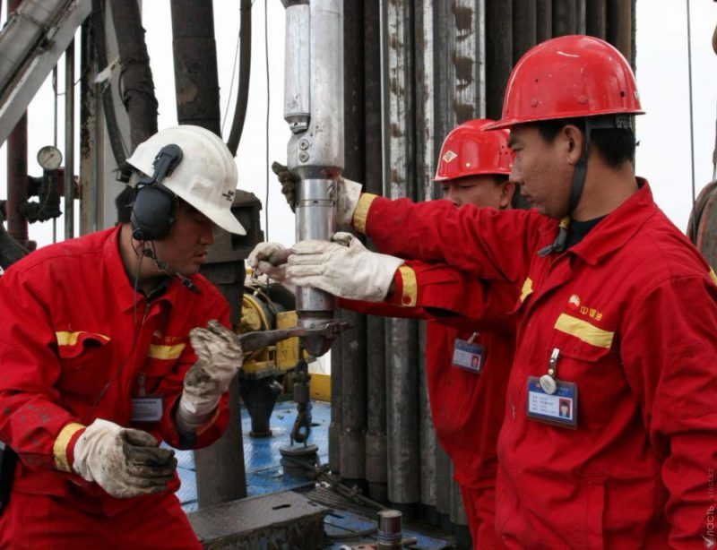Новости Актобе - Нефтяники Актобе жалуются акиму на низкую зарплату 14422224930yz44_1000x768