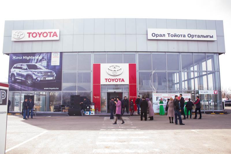 Новости Уральск - «Семья Toyota» отметила свою первую годовщину Ф10-Тойота Центр Уральск 11.04.17