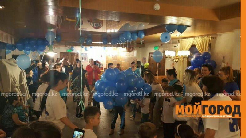 В Атырау около 40 детей-аутистов окрасили небо в синий цвет PicsArt_04-03-11.39.33
