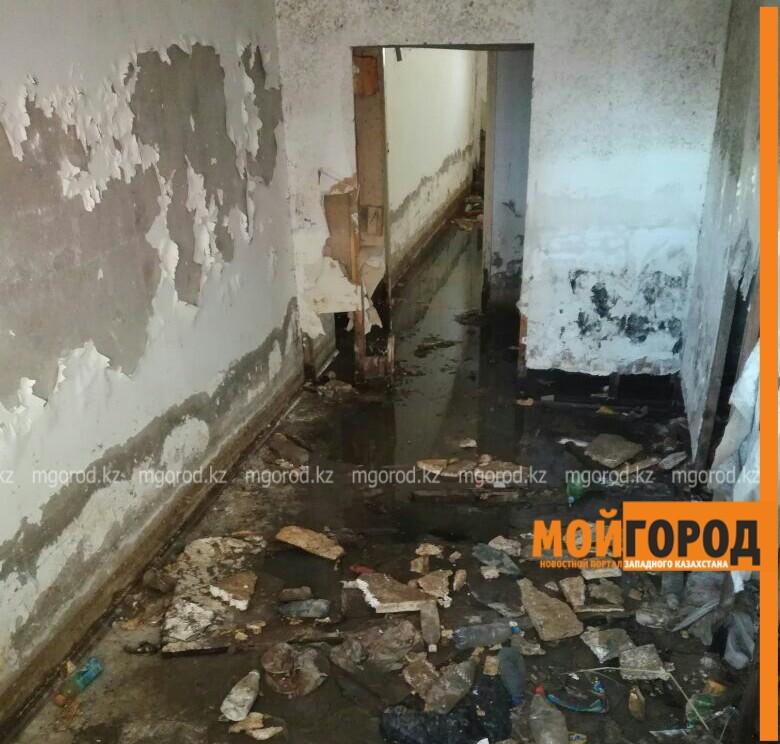 Десять лет подвал многоэтажки в Атырау топит грунтовыми водами PicsArt_04-04-03.37.24