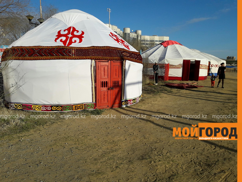 На набережной Атырау построили целый этноаул PicsArt_04-19-10.20.58