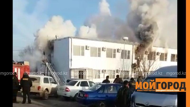 Новости Уральск - В Аксае горит офис иностранной компании pozhar aksai