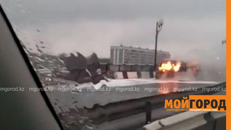 Новости Уральск - В Уральске горел автомобиль pozhar dzhip