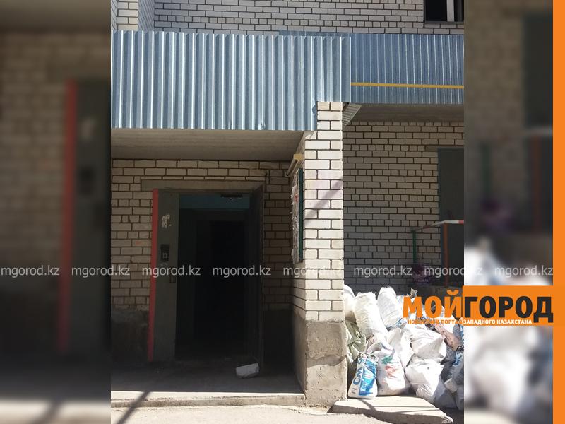 Новости Уральск - 30 жильцов многоэтажки эвакуировали из-за горящего холодильника в Уральске pozhar_mg