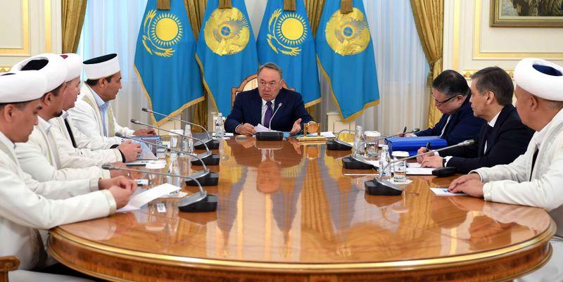 Новости Уральск - Черные одеяния на казахстанских девушках не соответствуют нашим традициям - Назарбаев Фото с сайта Акорды