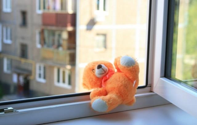 Новости Актау - В Актау пятилетняя девочка выпала из окна четвертого этажа V-Bashkirii-umer-godovaliy-rebe-e1491375539726-640x405