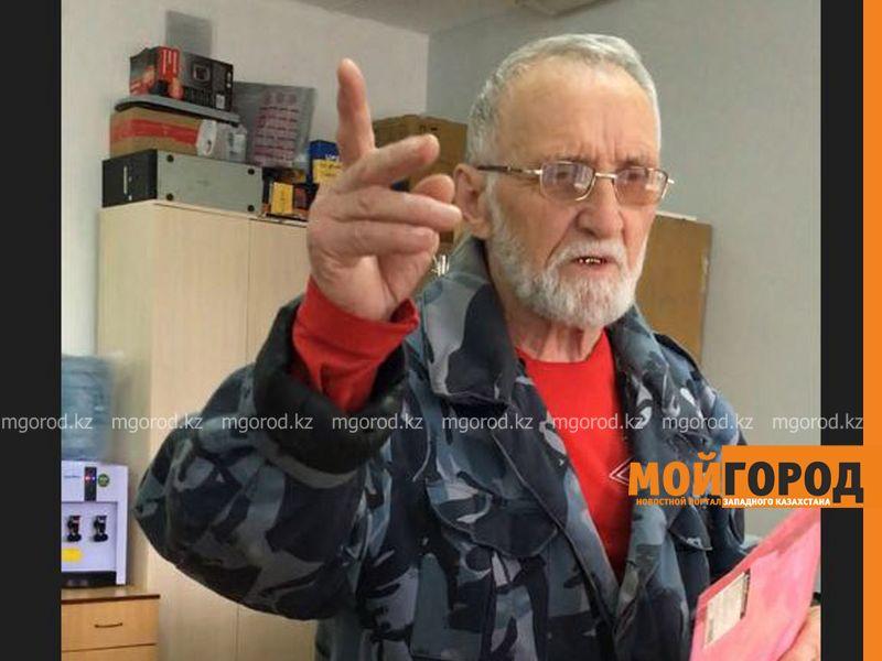 Новости Уральск - Волонтеры Уральска проводят акцию на Родительский день Виктор Зеленцов