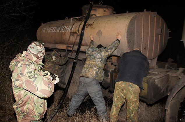 В Атырау по подозрению в хищении нефти задержаны 14 членов преступной группировки zaderzhanie