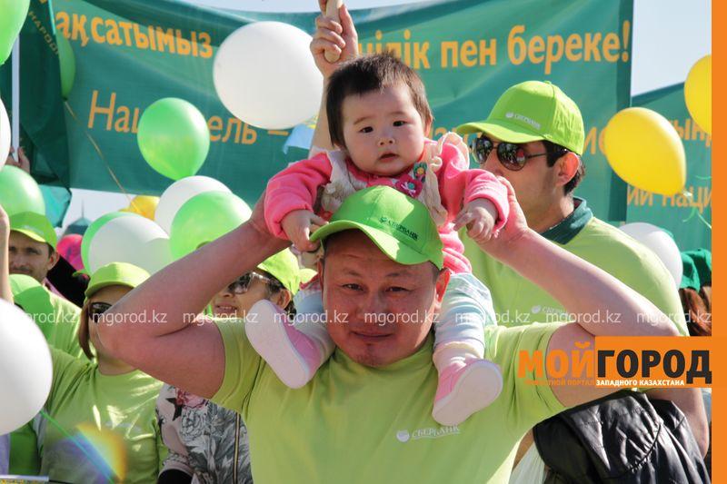 Уральцев на первомайском шествии атаковали попрошайки 1 maya (5)