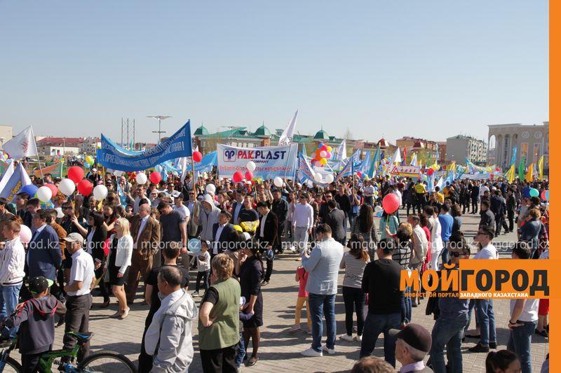 Новости Уральск - Уральцев на первомайском шествии атаковали попрошайки 1 maya (6)