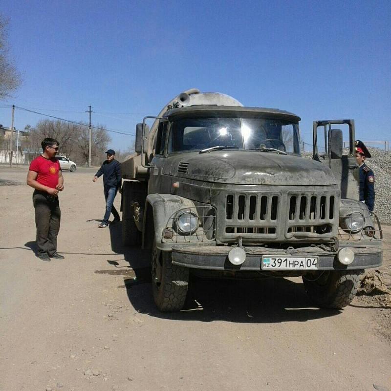 Новости Актобе - В Актобе ассенизаторские машины сливают нечистоты в черте города 1