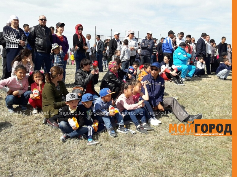 Новости Атырау - 14-летний мальчик выиграл автомобиль на скачках в Атырау 20170509_110719