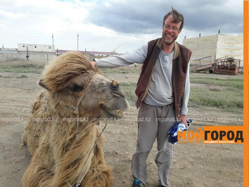 Новости Атырау - Путешественник из Швеции идет пешком через весь Казахстан с верблюдом PicsArt_05-23-06.37.22
