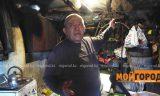 Житель Уральска, которого обвиняют в расчленении собак, показал свой гараж