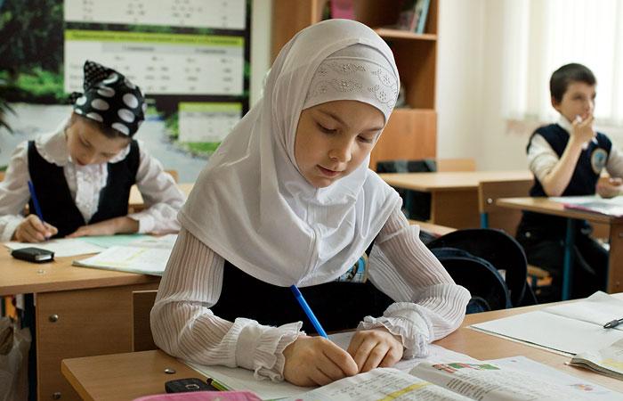 Новости Атырау - В Атырауской области девочке запретили ходить в школу из-за платка Иллюстративное фото с сайта www.interfax.ru