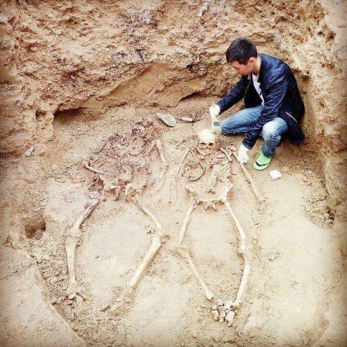 Новости Атырау - В Атырау в ходе раскопок нашли скелеты людей Фото Айдоса Каримова