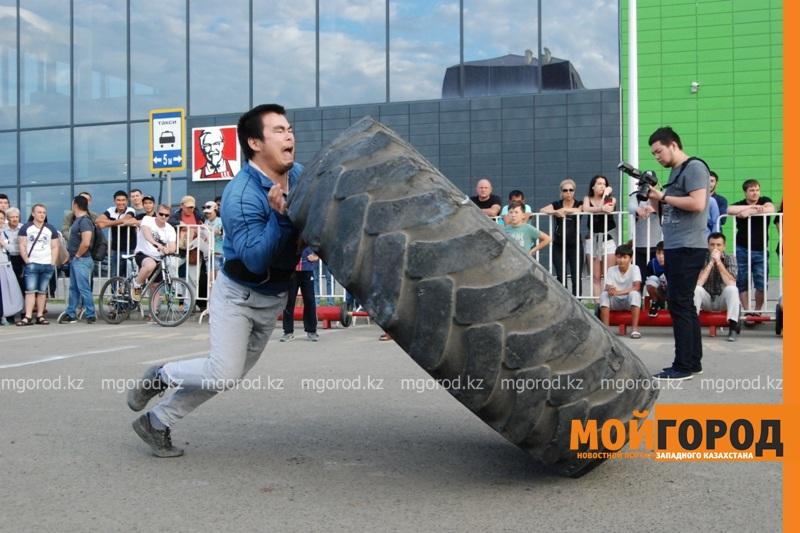 Атырауский силач перетянул 5-тонный грузовик за 16 секунд DSC_1416