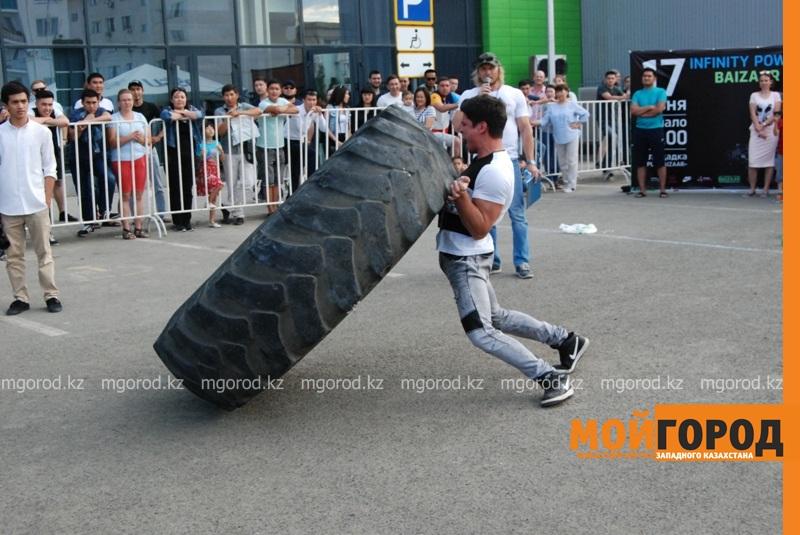 Новости Атырау - Атырауский силач перетянул 5-тонный грузовик за 16 секунд ????????????????????????????????????