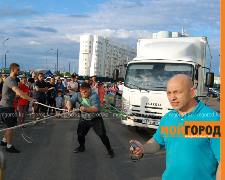 Атырауский силач перетянул 5-тонный грузовик за 16 секунд ????????????????????????????????????