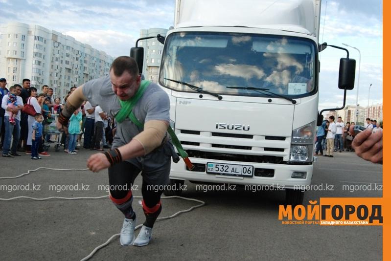 Новости Атырау - Атырауский силач перетянул 5-тонный грузовик за 16 секунд DSC_1448