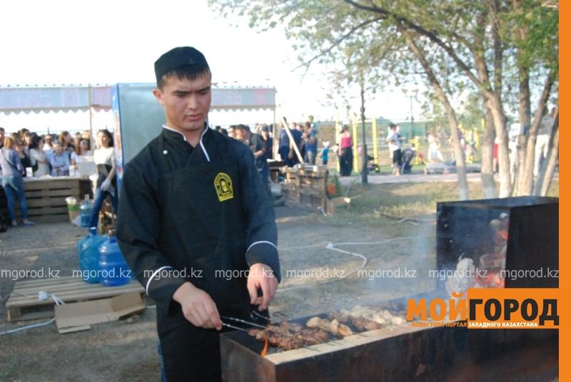 Новости Атырау - Жареное мороженое ели гости Фестиваля еды в Атырау DSC_1566