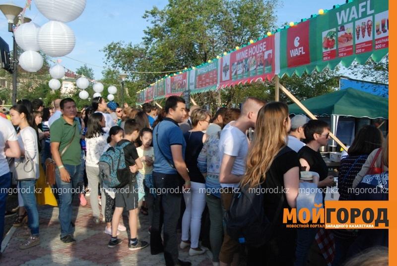Новости Атырау - Жареное мороженое ели гости Фестиваля еды в Атырау DSC_1573
