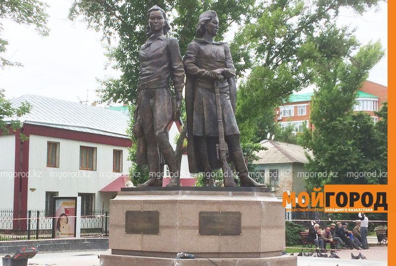 Новости Уральск - В Уральске открыли памятник трем героям ВОВ pamyatnik Manshuk Mametova