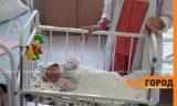 Врачи прокомментировали состояние младенца, найденного в подвальной яме в Уральске