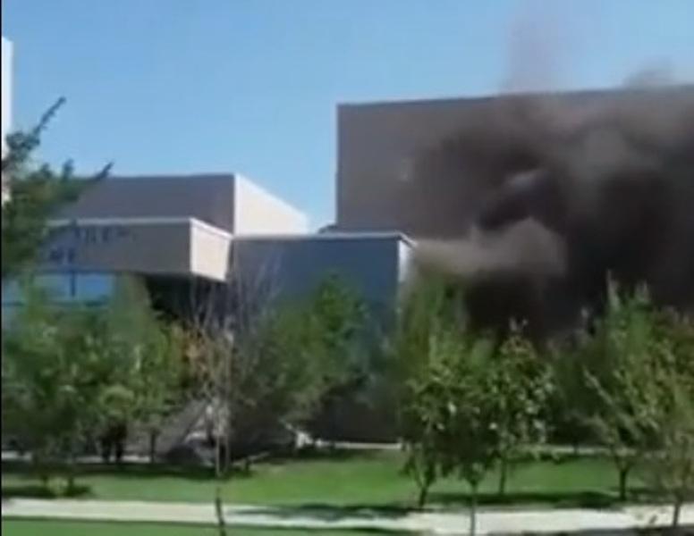 В высшем колледже APEC Атырау произошло замыкание проводки Скриншот с видео