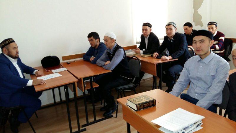 Новости Атырау - В Атырау намерены вернуть студентов, получающих образование в зарубежных медресе Иллюстративное фото с сайта Muftyat.kz
