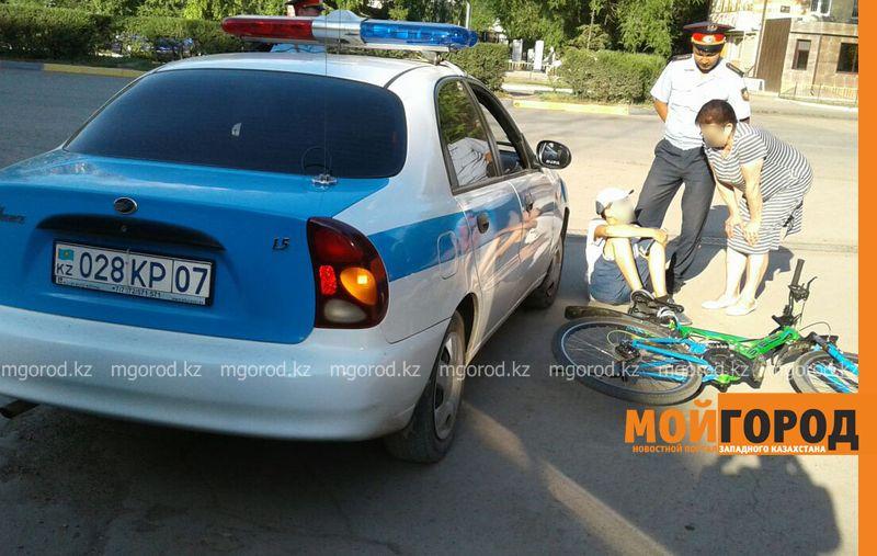В Уральске сотрудники полиции сбили ребенка на велосипеде policiya (2)